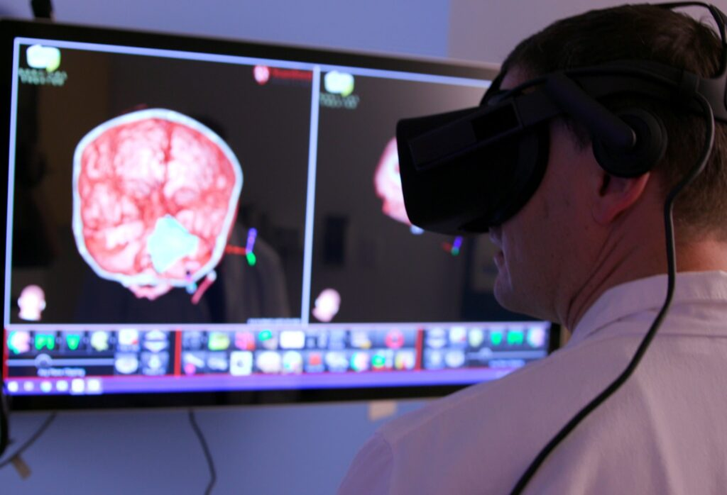 واقعیت مجازی در پزشکی+نرم افزار های اختصاصی پزشکی درمان دکتر